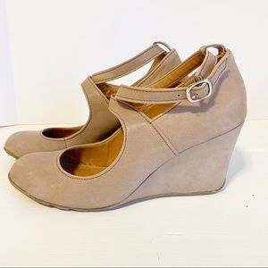 KENNETH COLE REACTION nude wedges